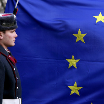 Image: Bulgarian soldier stands in front of EU flag in Sofia