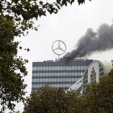 Image: Smoke and fire is seen on the roof of the Europa-Center building in Berlin