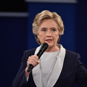 Image: Democratic presidential candidate Hillary Clinton makes a point during the second presidential debate