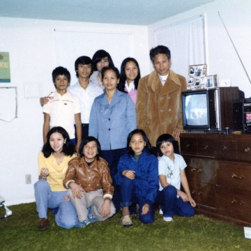 Henry Le with his parents, brothers, and sisters in Clovis, New Mexico in 1979.