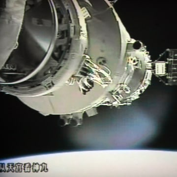 Image: Shenzhou 9 prepares to link with Tiangong-1 module