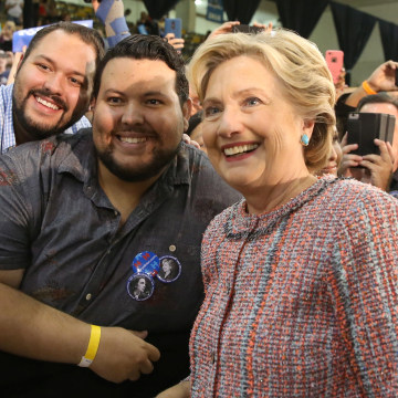 Image: U.S. Democratic presidential nominee Clinton poses with supporters after talking about climate change with former Vice President Al Gore at a rally at Miami Dade College in Miami