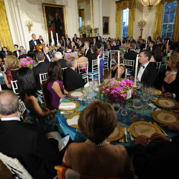 Image: Obama greets guests and offers a toast at a state dinner in honor of President of Mexico Felipe Calderon