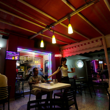 Image: People eat at a private restaurant in Havana, Cuba