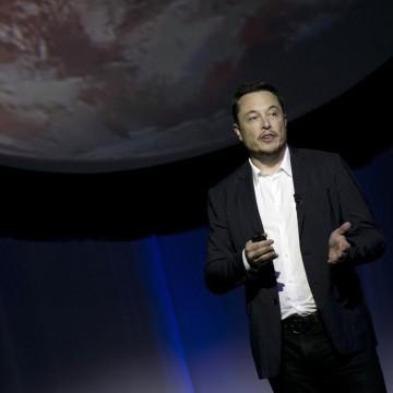 Image: Elon Musk speaks during the 67th International Astronautical Congress in Guadalajara