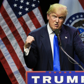 Image: Donald Trump describes how he was ready to punch a person who rushed the stage