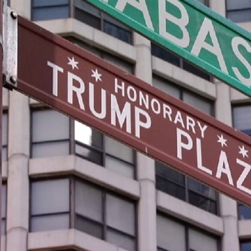 IMAGE: Trump Plaza sign in Chicago