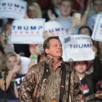 Image: Ted Nugent at Donald Trump rally in Michigan