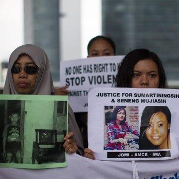 Image: A rally n support of murdered women Sumarti Ningsih and Seneng Mujiasih