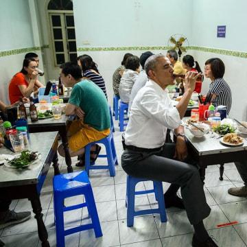 Image: Barack Obama and Anthony Bourdain in Hanoi