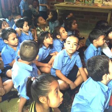 Students listening to a book reading at the Library of Dreams in San Jacinto, El Salvador.