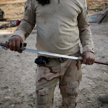 Image: An Iraqi soldier holds a sword