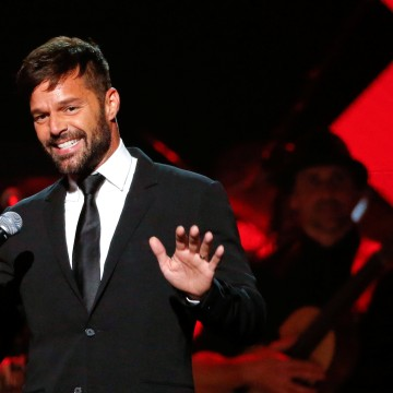 Image: Recording artist Martin speaks during the Latin Recording Academy Person of the Year award gala honoring Marc Anthony in Las Vegas