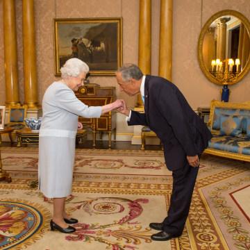 Image: Queen Elizabeth II and Portuguese President Marcelo Rebelo de Sousa
