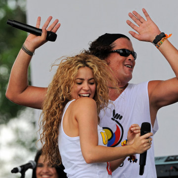 Colombian singers Shakira (L) and Carlos