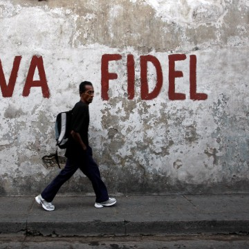 "Image: Graffiti reading ""Long live Fidel"" in Santiago de Cuba in 2008"