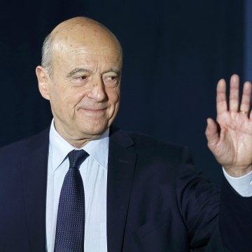 Image: Alain Juppe, current mayor of Bordeaux and member of the conservative Les Republicains political party, delivers his speech to recognise his defeat in the second round for the French center-right presidential primary election in Paris
