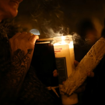 Image: Vigil for victims of Oakland warehouse fire