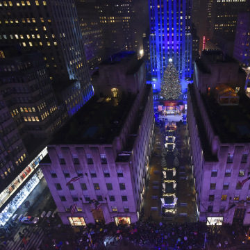 york carrying matches arrested near rockefeller tree