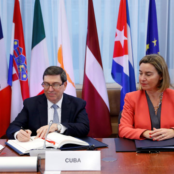 Cuba's Foreign Minister Rodriguez and EU foreign policy chief Mogherini attend a signing