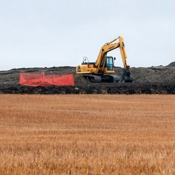 Image: Cleanup at the site of an oil pipeline leak and spill