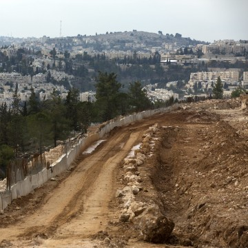Image: Housing construction underway on the outskirts of the disputed Israeli 'settlement' of Ramat Shlomo