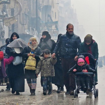 Image: Syrian residents arrive in Aleppo's Fardos neighborhood