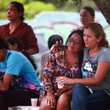 Image: Prisoners' relatives in Manaus