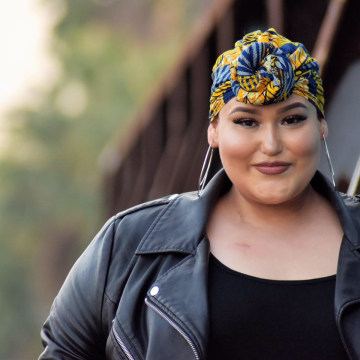 """22-year-old makeup enthusiast Amanda Ramirez is """"kicking cancer's ass"""" and inspiring women to play with makeup during chemotherapy treatments."""