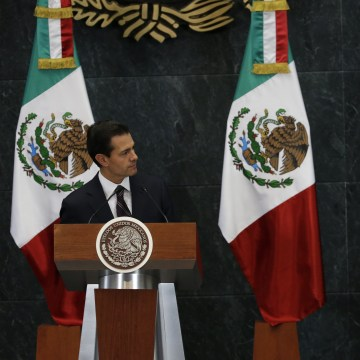Image: Mexico's President Enrique Pena Nieto, right, listens as Luis Videgaray