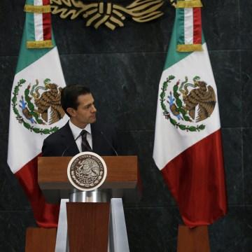 Image: Mexico's President Enrique Pena Nieto, right, listens as Luis Videgaray