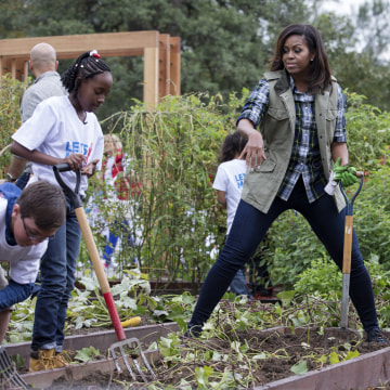 Image: First Lady Michelle Obama and students harvest the White House Kitchen Garden for her final time as First Lady