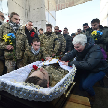 Image: People pay their respects at the coffin of Volodymyr Andreshkiv