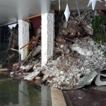 Image: Snow and rubble at Hotel Rigopiano