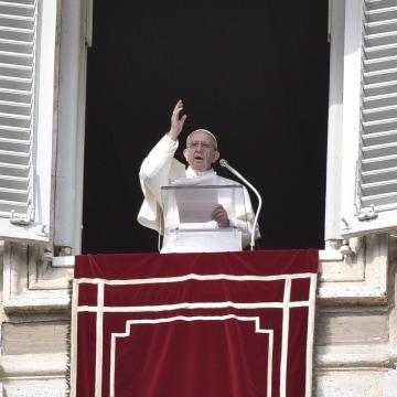 Image: Pope Francis' Angelus