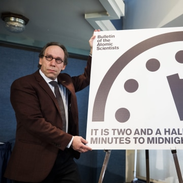 Image: Scientisis Move Doomsday Clock to Two and a Half Minutes to Midnight