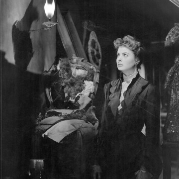 Image: Ingrid Bergman in a scene from the 1944 film Gaslight.