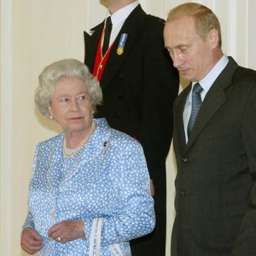 Image: Queen Elizabeth II and President Vladimi