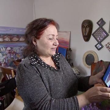Image: Etab Hrieb uses Sykpe to talk to family