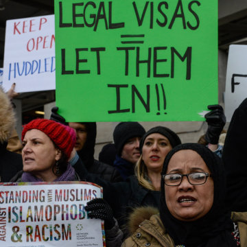 Image: Rally against Muslim immigration restrictions