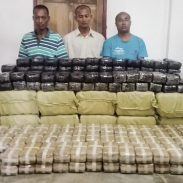 Image: Myanmar arrests three drug smuggler monks with methamphetamine