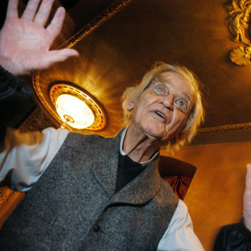 Image: Comedian Irwin Corey poses at the Barrymore Theater in New York City in 2004.