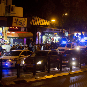 Image: Israeli police officers inspect the scene of a shooting attack in Petah Tikva