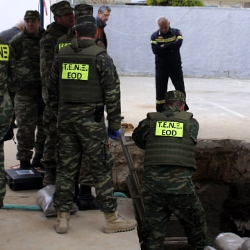 Image: Evacuation during an operation to dispose of a WWII bomb in Thessaloniki