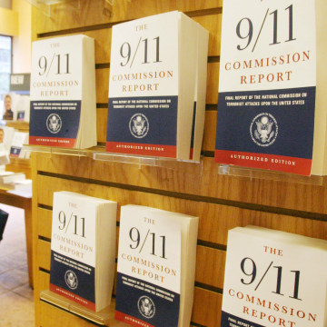 """Image: """"The 9/11 Commission Report"""" at a bookstore in 2004"""