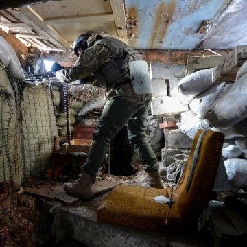 Image: A Ukrainian serviceman holds a weapon at a position on the front line near Avdiyivka