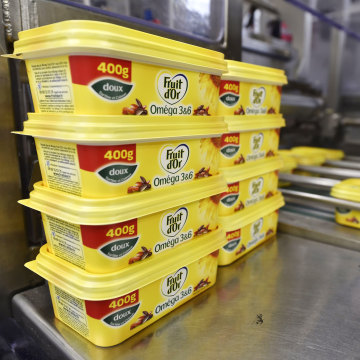 Image: Margarine on the packaging line at a Unilever factory