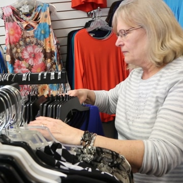"""Image: Lynne Greene, a Republican and employee at a clothing store in Dubuque, Iowa, pushes back against the """"narrative"""" about President Trump that, she says, Democrats are promoting."""