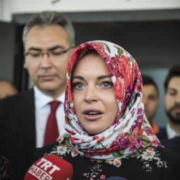 Image: Actress Lindsay Lohan speaks to press in Gaziantep, Turkey