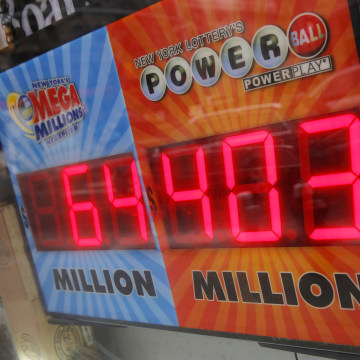 Image: A sign advertises the U.S. lottery Powerball jackpot outside a store on Kenmare Street in Manhattan, New York